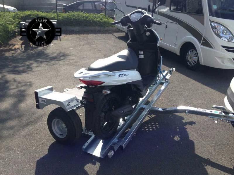 remolque portamoto transversal automatico tow-bik
