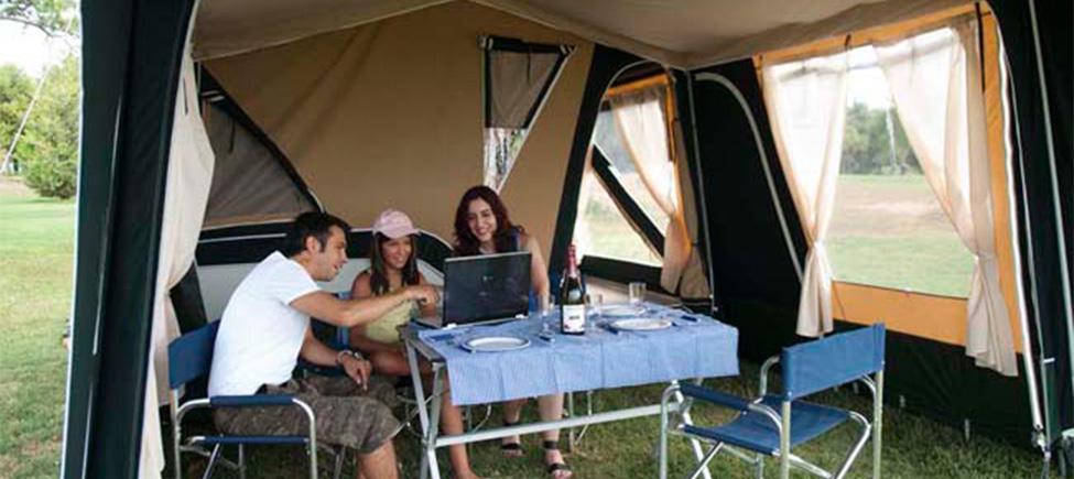 Remolque tienda Montana Explorer avancé con mobiliario camping
