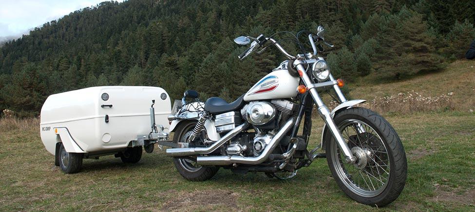 Remolque tienda McCamp con moto